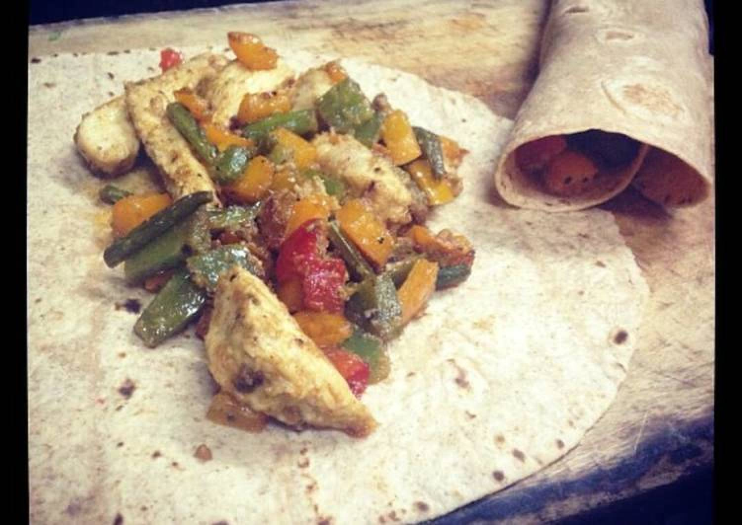 Healthy chicken and bell pepper burrito