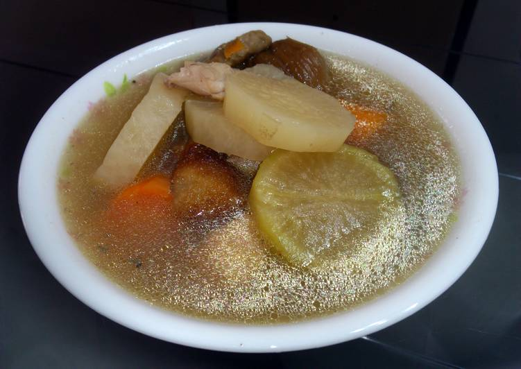 Raddish And Carrot In Chicken Soup