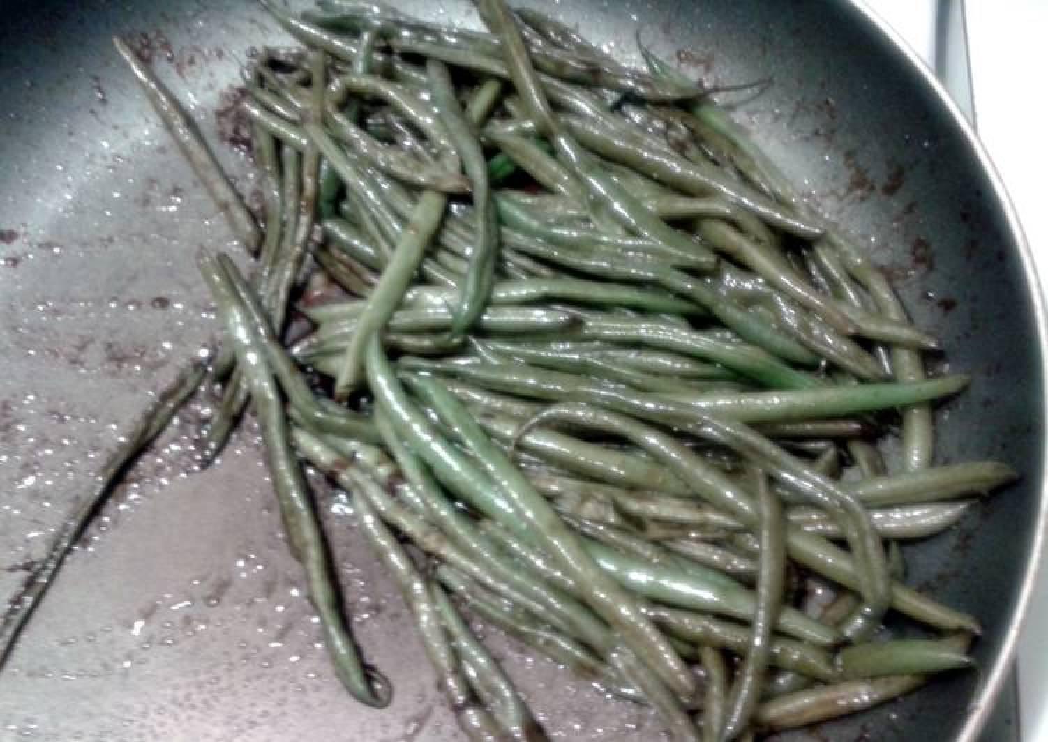 Sweet balsamic glazed green beans