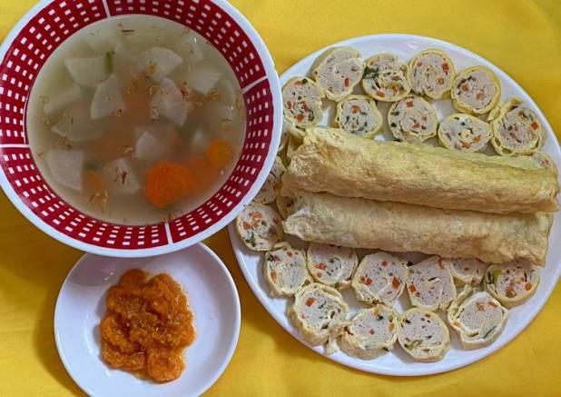 Sup Lobak Putih & Wortel mix Rolade Ayam