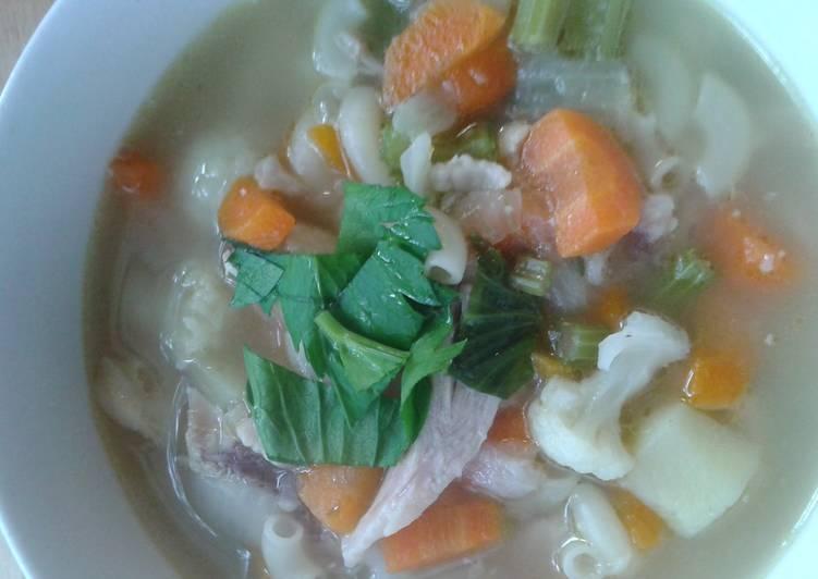 Macaroni chicken soup