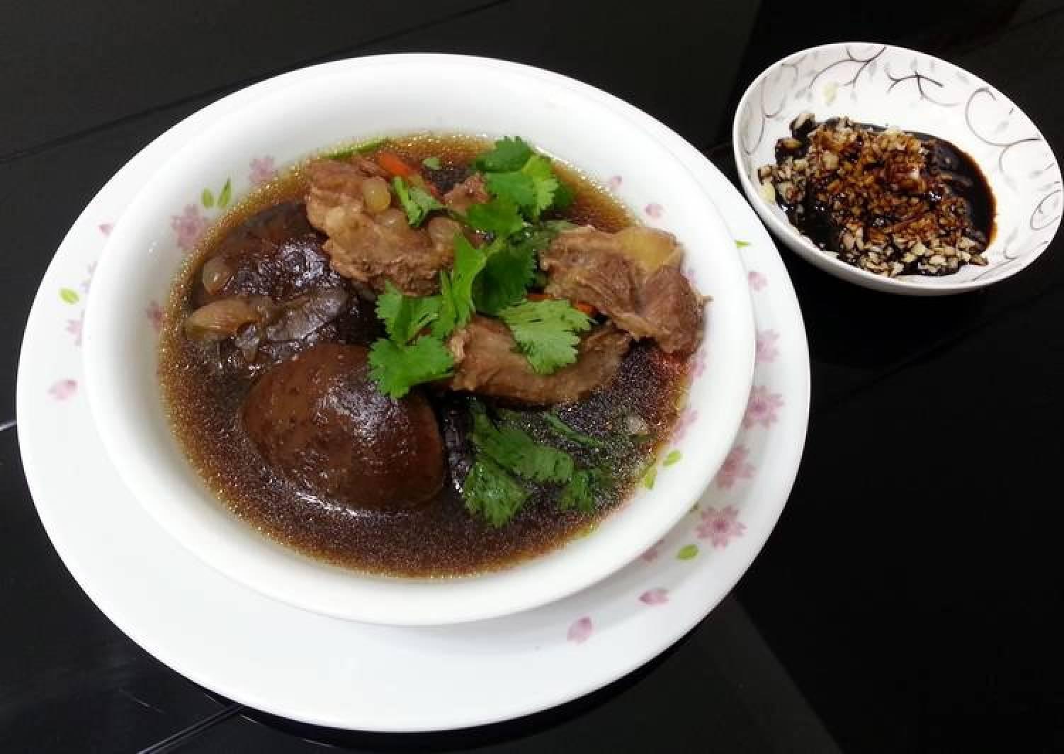 Herbal Pork Soup / Bak Kut Teh With Shitake Mushroom