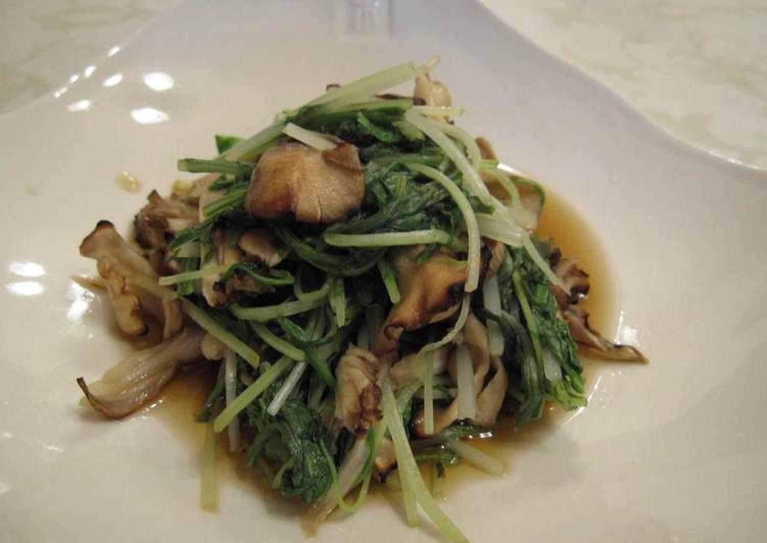 Grilled Maitake Mushroom and Mizuna Greens Nibitashi