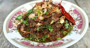Larb Muang / Spicy minced Beef salad