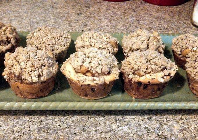 Ray's' Cinnamon roll apple pie cupcakes
