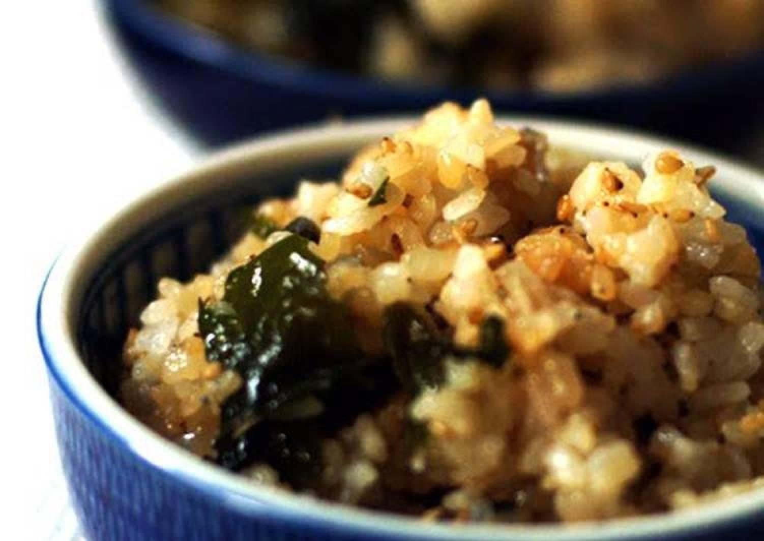 Microwaved 'Fried Rice' with Wakame Seaweed