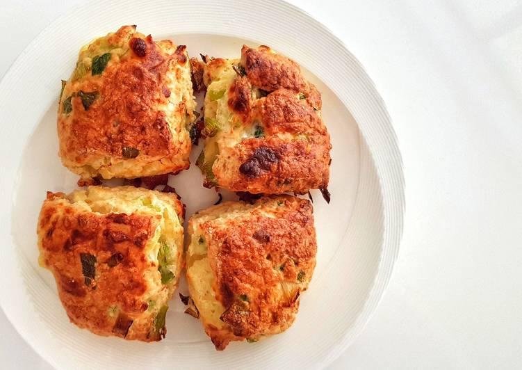 Scallion cheese scones