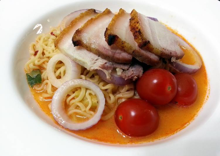 Tom Yum Instant Noodle With Roasted Pork Slice