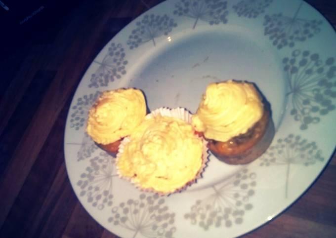 Banana and syrup cupcakes