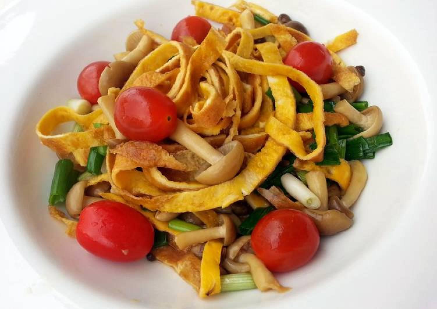 Stir Fry Mushroom And Omelette Ribbon