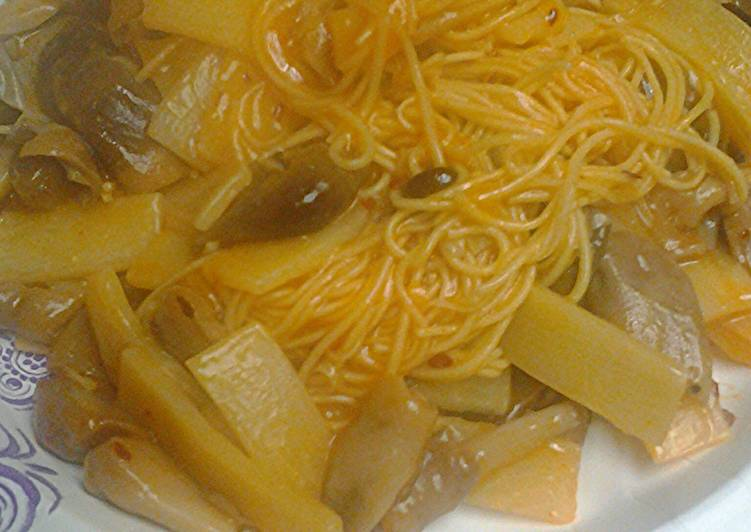 Canton noodles with mushrooms