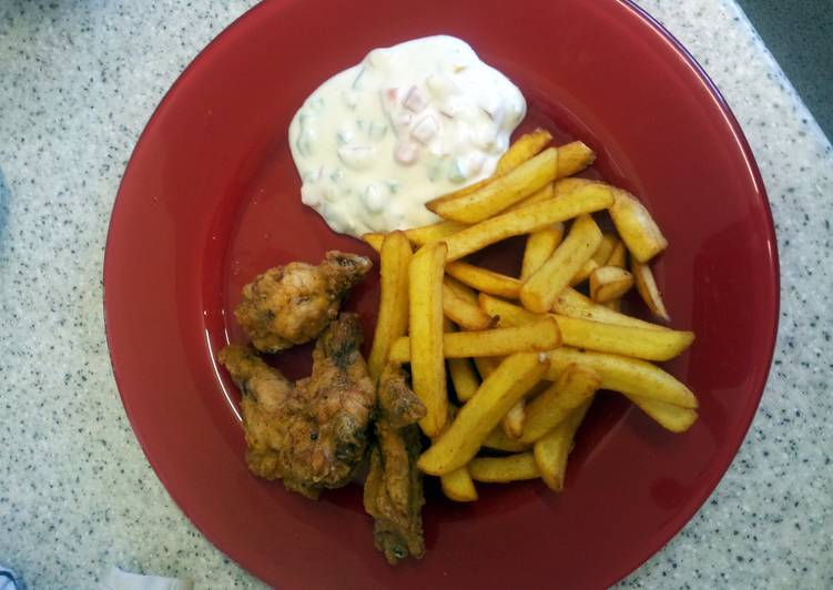 Chicken and chips fries with yogurt dipping