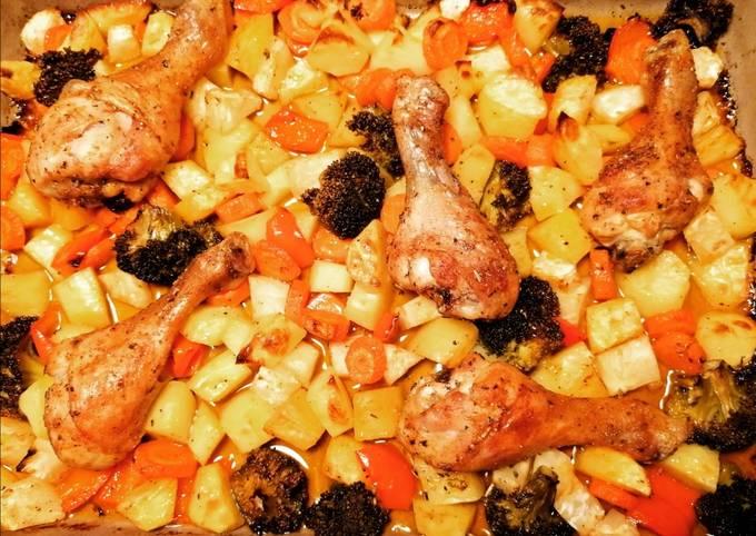 Rezept Um Perfekte Hähnchenschenkel auf buntem Gemüsebett zu machen