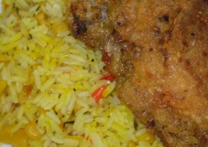 Arroz con maíz y Pollo frito
