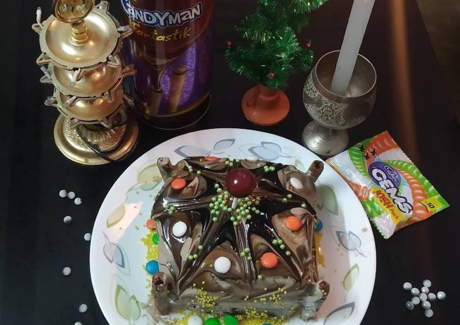 Chocolate gel icing cake