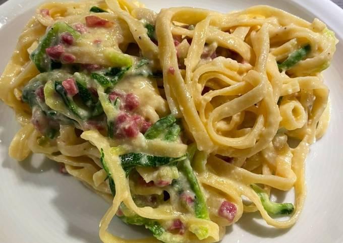 Der einfachste Weg Um Gordon Ramsay Spaghetti Carbonara mit Zoodles zuzubereiten