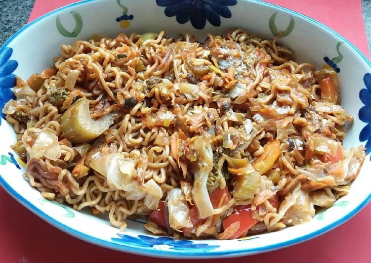 Stir-fry Pork Thai Noodles with Veges