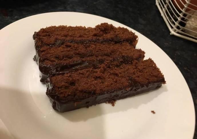 Moist Chocolate Cake (Easy Recipe)