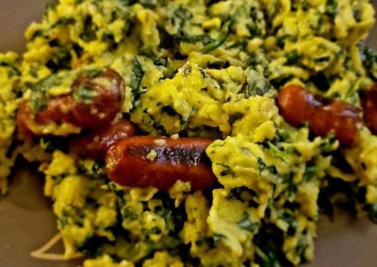 Scrambled Eggs with Spinach and Grilled Sausage