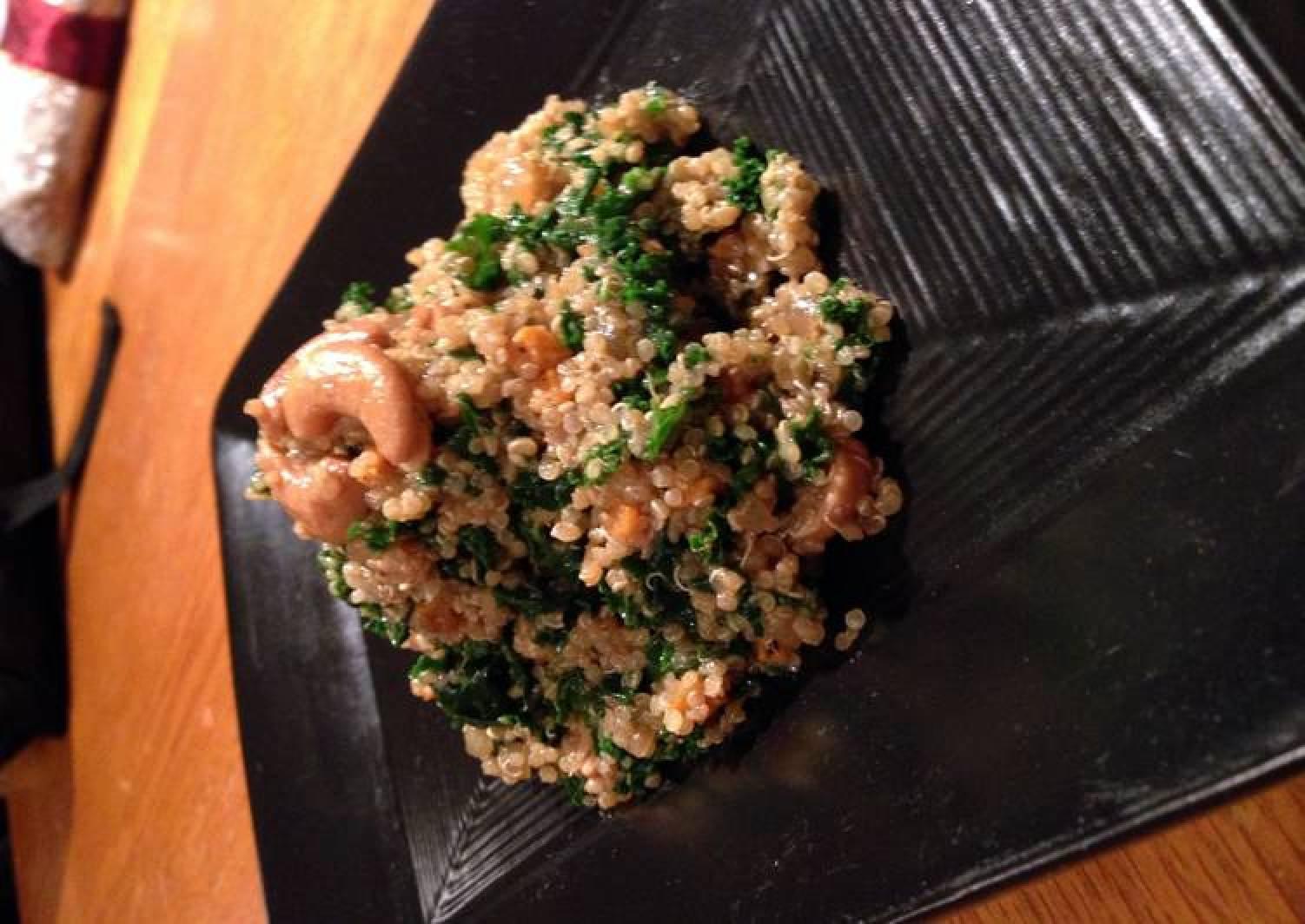 quinoa and kale salad with cherry lemon vinagrette