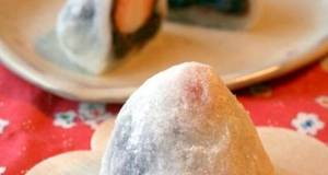 Strawberry Daifuku with Shiratamako Flour in a Microwave