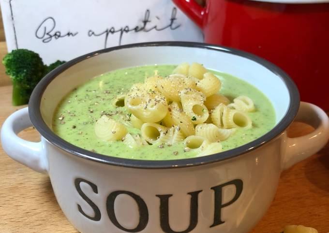 Schritte Um Superschnelle Hausgemachte Brokkoli-Creme-Suppe zu machen