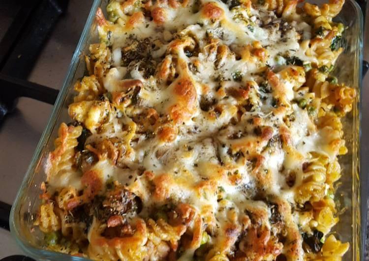Tuna and kale pasta bake