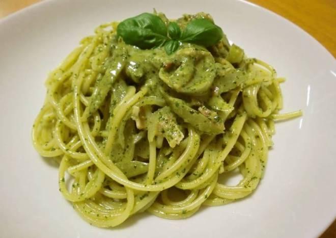 Easy & Simple Basil Pesto Pasta