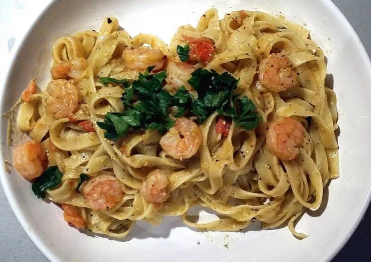 Tagliatelle , Pesto and prawns