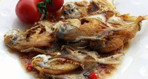 Fried Fish With Spicy Garlic Plum Sauce