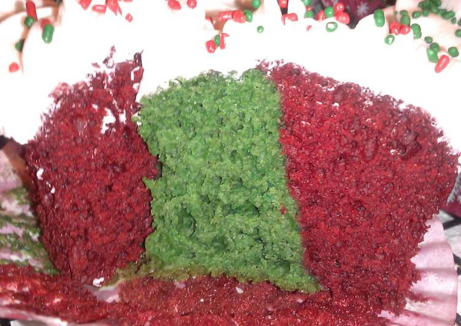 """"""" Livetorides """" Holiday Velvet Cupcakes….."""