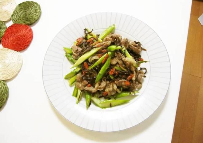 Asparagus, Pork & Goji Berry Stir-Fry