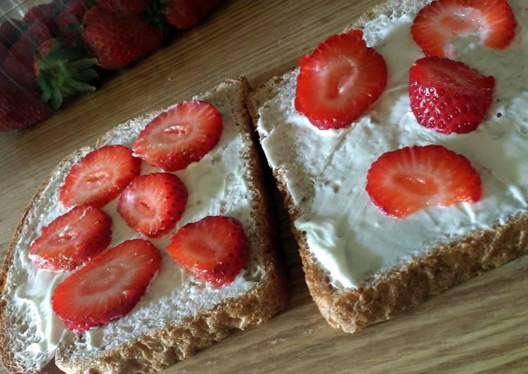 Low calorie strawberry honey cream cheese sandwich