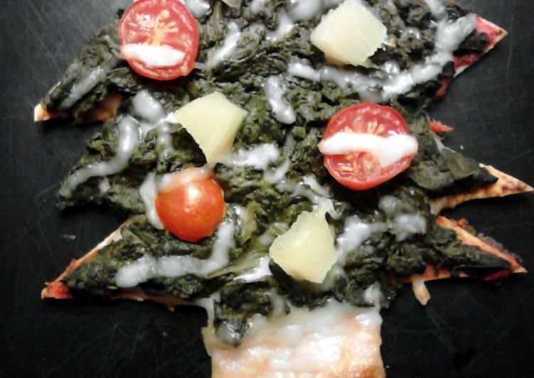Christmas Tree Flatbread Pizza