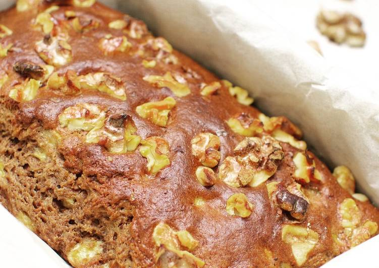 Cocoa banana cake with olive oil