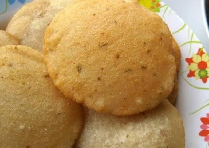 Deep fried rice pancake or Neipathiri
