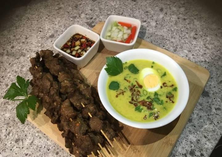 Indonesian yellow chicken soup in coconut milk