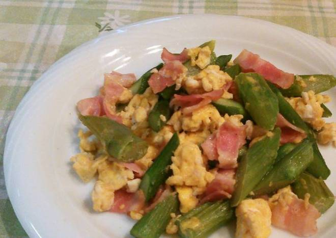 Asparagus and Bacon Egg Stir Fry