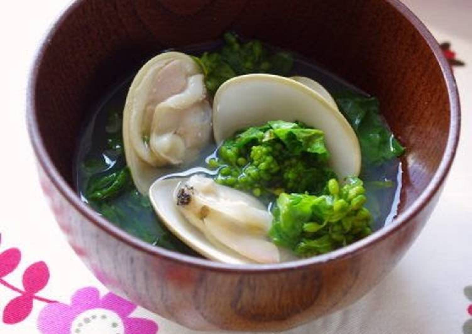 A Classic Dish for Doll's Festival Clear Soup with Nanohana and Hamaguri Clams