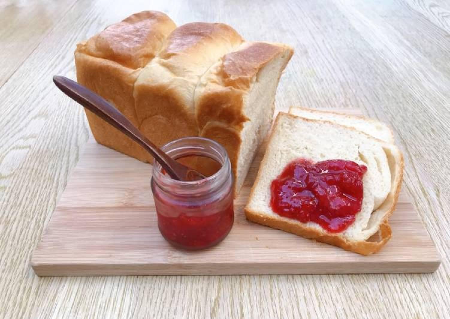 Super simple homemade strawberry jam