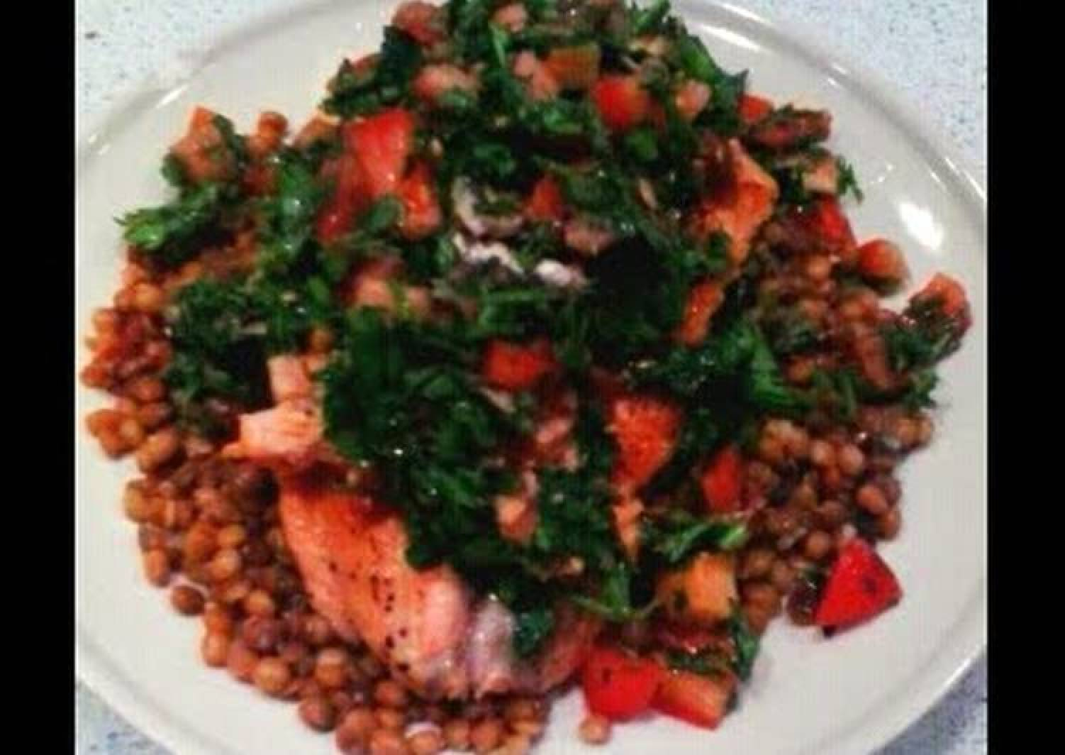 salmon with anchovies sauce and green lentils