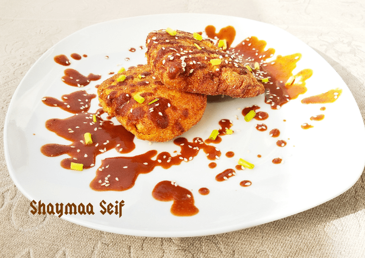 Fried crispy chicken with chocolate sauce