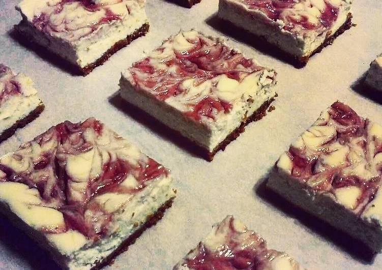 """How to Prepare Quick """"Skinny"""" Strawberry Swirl Cheesecake"""