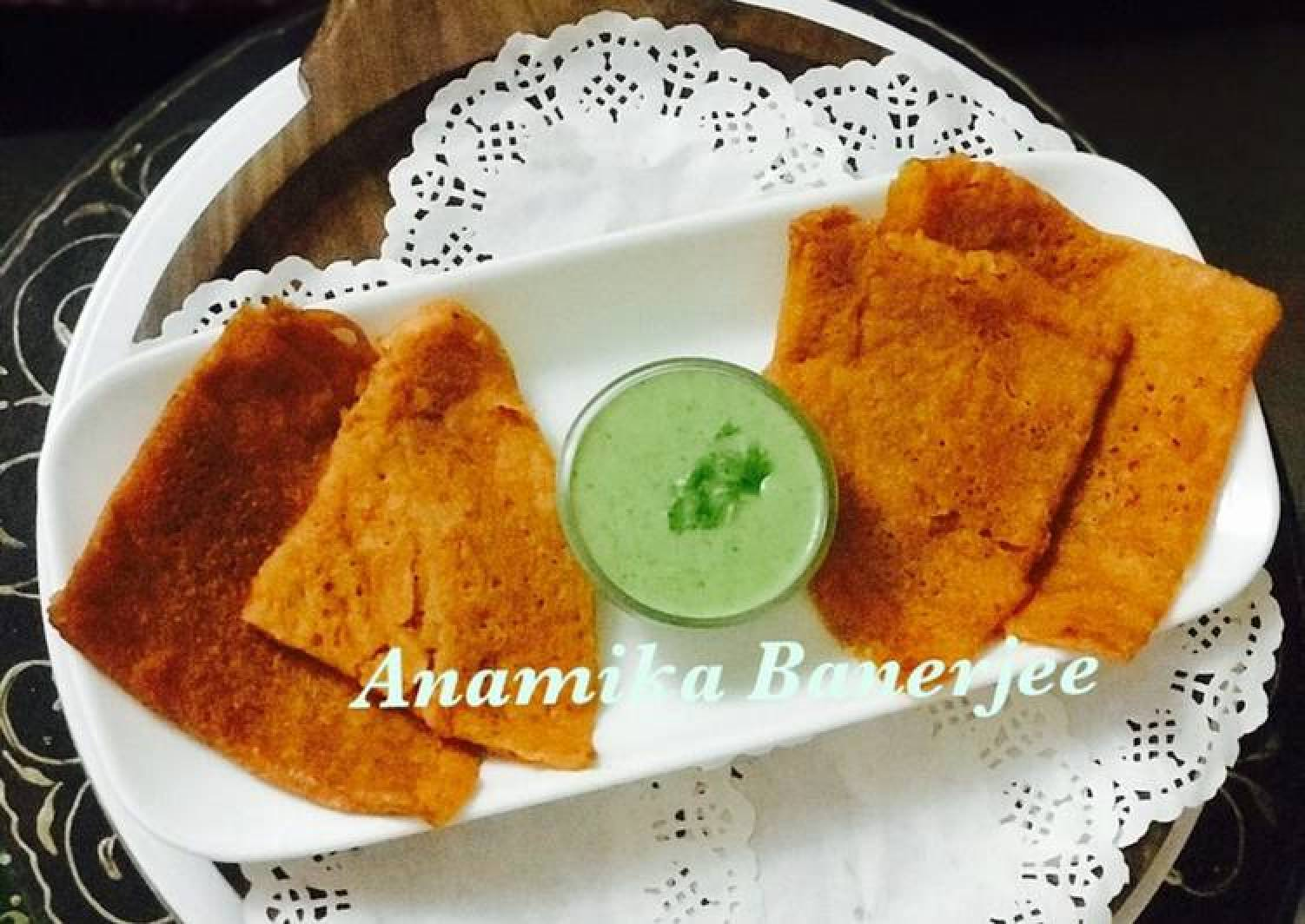 Red Bell Peppers Dosa with Green Bell Peppers & Curd Chutney