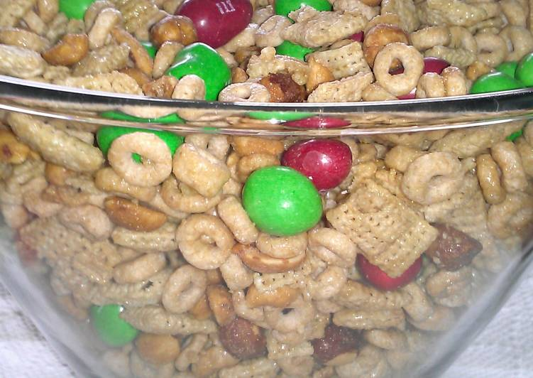 """ Chex Honey - Peanut Party Mix """