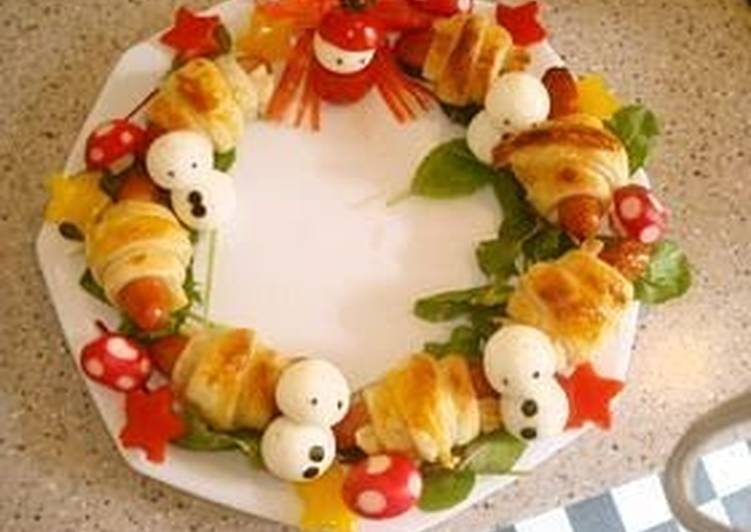 Christmas Frankfurter Sausage Pie Wreath