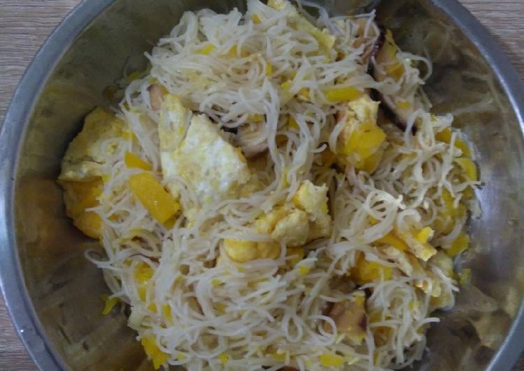 金瓜炒米粉 Fried Rice Vermicelli with Pumpkin