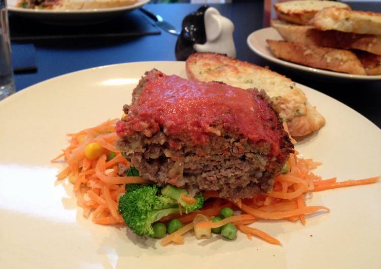 Meatloaf with tomato and red pepper sauce