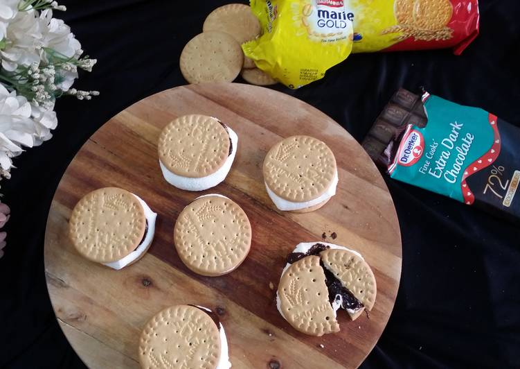 microwave biscuit sandwiched s mores