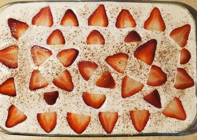 Strawberry Tres Leches Cake (Easy)